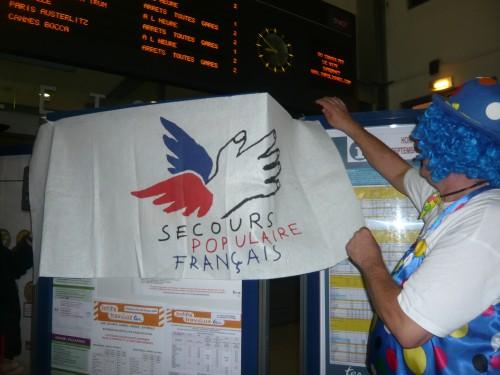 Secours Populaire départ Paris le 09 10 2009 012.jpg