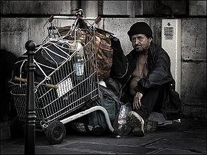 300px-HomelessParis_7032101.jpg